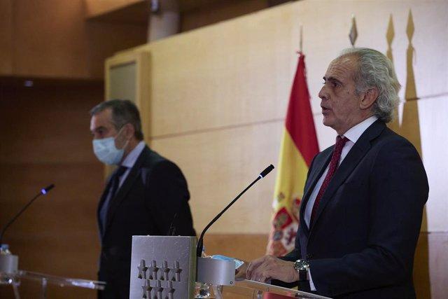 El consejero de Justicia, Interior y Víctimas en funciones de la Comunidad de Madrid, Enrique López, y el consejero de Sanidad en funciones, Enrique Ruiz Escudero, intervienen en una rueda de prensa