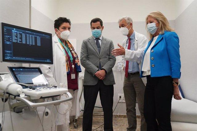 El presidente de la Junta, Juanma Moreno, en el Hospital Costa del Sol