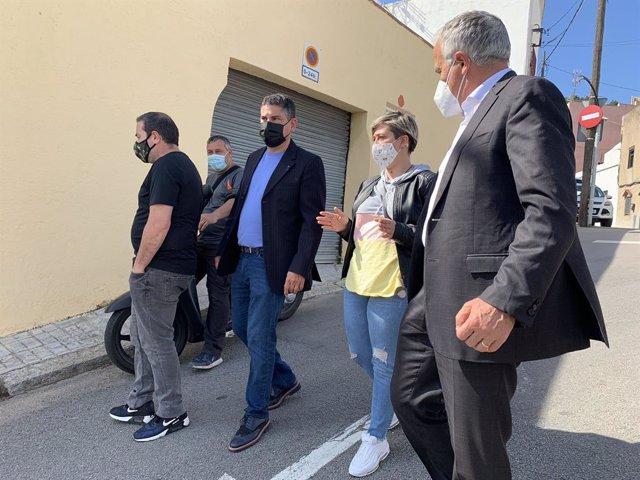 El líder del PP a Barcelona, Josep Bou, es reuneix amb veïns del barri de Torre Baró.