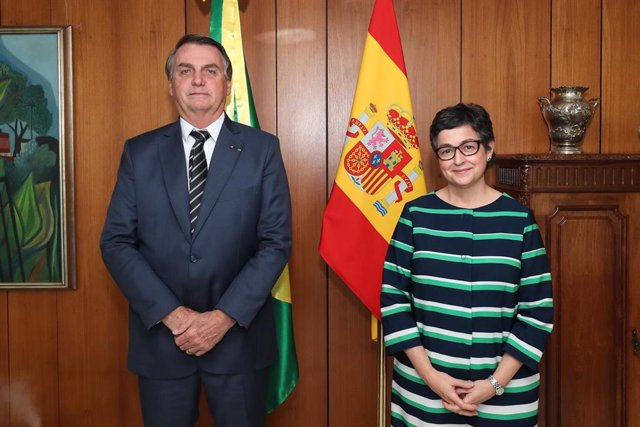 La ministra de Exteriores, Arancha González Laya, junto al presidente de Brasil, Jair Bolsonaro.