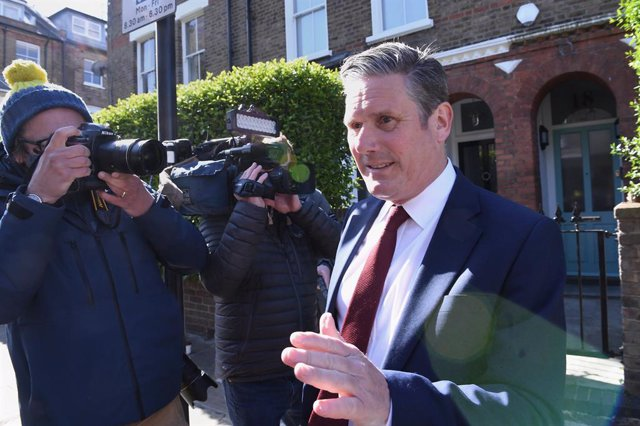 07 May 2021, United Kingdom, London: UKLabour leader Keir Starmer leaves his north London home following the result in the Hartlepool parliamentary by-election. Photo: Stefan Rousseau/PA Wire/dpa