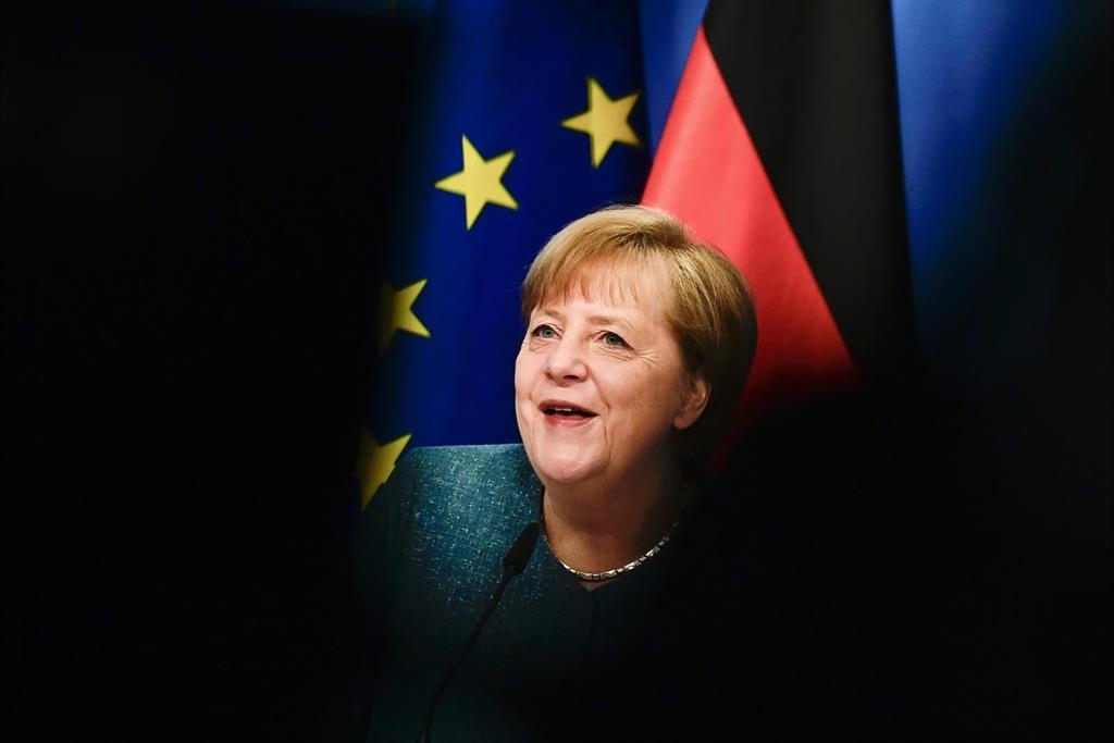 """Merkel considera el recuerdo de la IIGM un ejercicio de """"responsabilidad permanente"""" en el Día de la Victoria"""