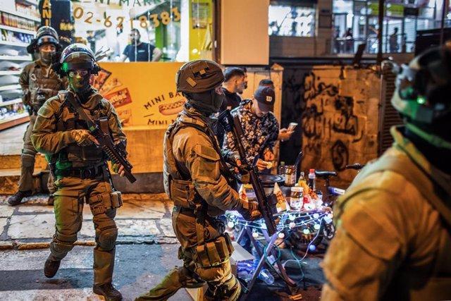Les forces de seguretat israelianes es despleguen durant una manifestació contra el procés de desallotjament previst per als palestins al barri de Sheikh Jarrah