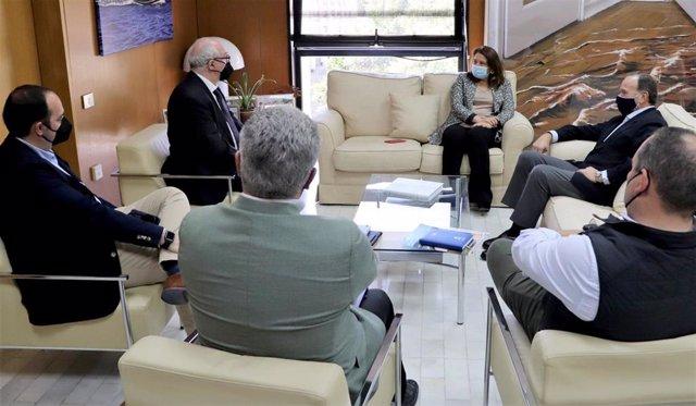 Reunión entre la Junta de Andalucía, la Asociación de Comunidades de Regantes de Huelva (Corehu) y la Federación Onubense de Empresarios (FOE).