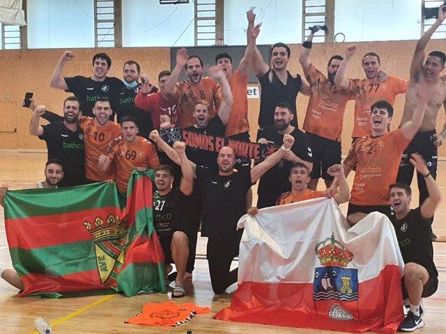 Celebración del Bathco BM Torrelavega por su ascenso a la Liga ASOBAL