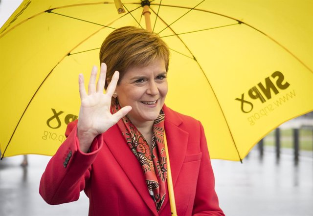 08 May 2021, United Kingdom, Glasgow: First Minister Nicola Sturgeon poses outside the Emirates Arena during the count for the Scottish Parliamentary Elections. Photo: Jane Barlow/PA Wire/dpa