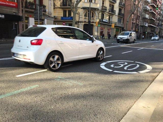 Archivo - Las calles Creu Coberta y Sants de Barcelona se convierten en zonas de velocidad 30