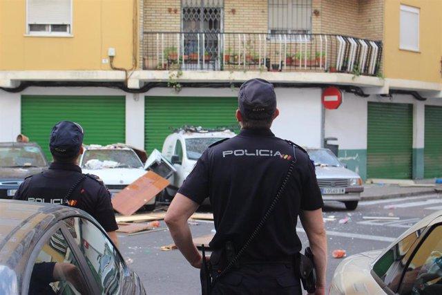 Archivo - Valencia.- Sucesos.- Un policía fuera de servicio detiene a un hombre por robar con violencia el móvil a una mujer