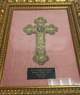 Cruz damasquinada, obra del maestro Mariano San Félix