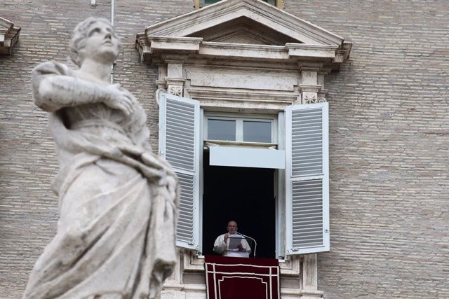 02 May 2021, Vatican, Vatican City: Pope Francis delivers Regina Caeli prayer from the window of the apostolic palace overlooking St. Peter's Square at the Vatican. Photo: Evandro Inetti/ZUMA Wire/dpa