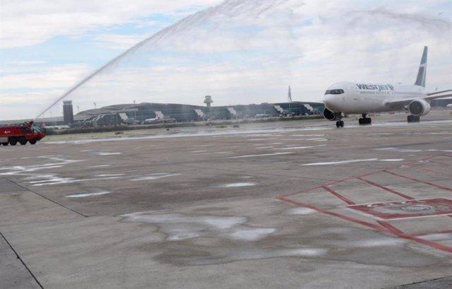 Archivo - Arxivo - L'avió en l'Aeroport Josep Tarradellas de Barcelona - El Prat