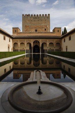 Archivo - La Alhambra en una imagen de archivo