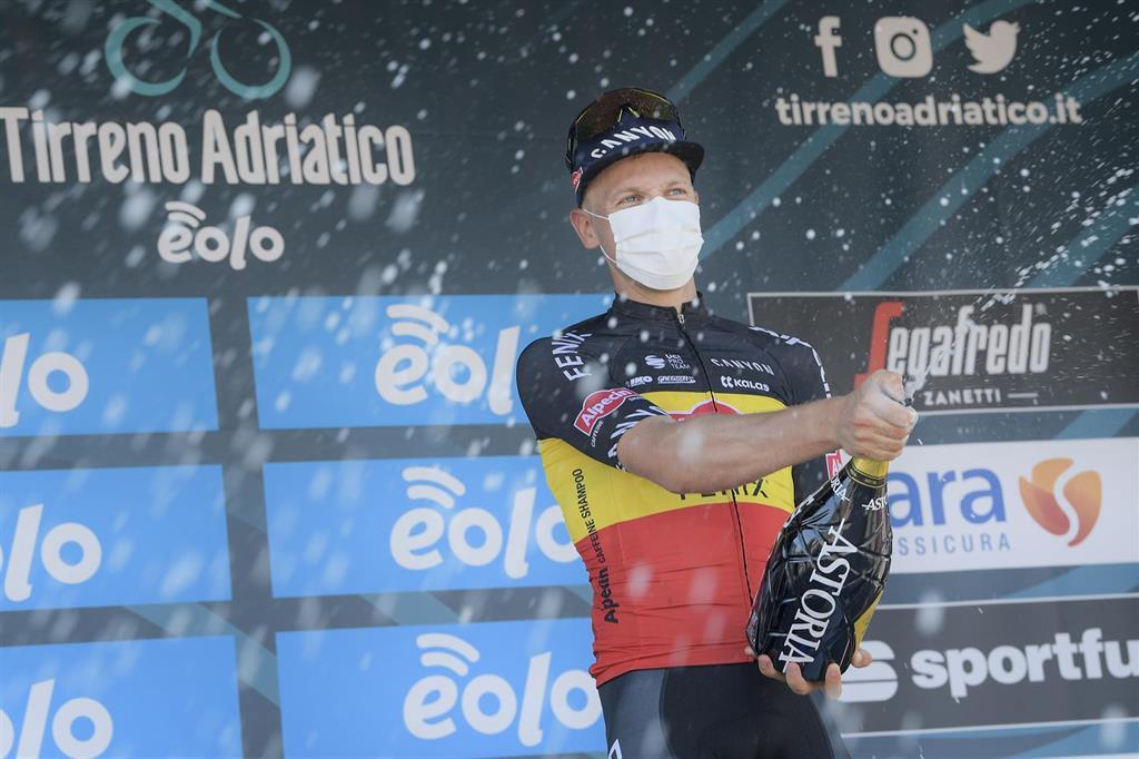 El belga Tim Merlier triunfa en la 'volata' de la segunda etapa en Novara