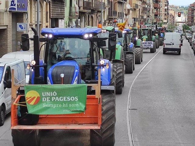 Tractors en una marxa lenta per Manresa (Barcelona)