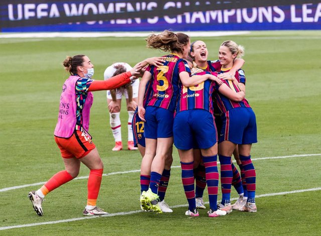 Alexia Putellas of Fc Barcelona Femeni and team celebrates the victory during the Uefa Women's Champions League Semi-finals second leg match between Fc Barcelona Femeni and Paris Saint-Germain at Johan Cruyff Stadium on May 02, 2021 in Sant Joan Despi, Sp