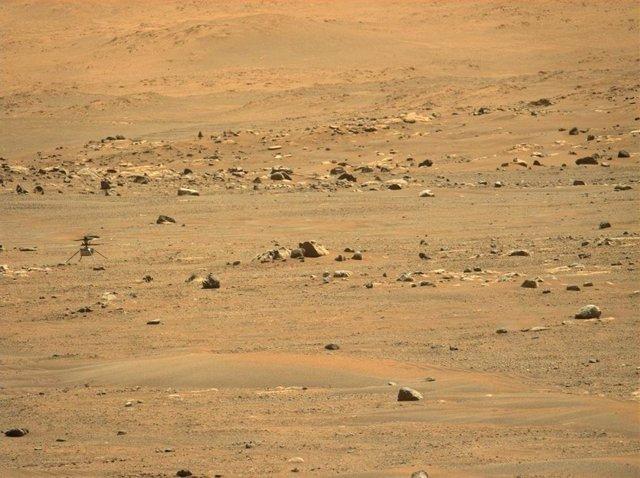 Helicóptero Ingenuity tras llegar a su nuevo destino en Marte