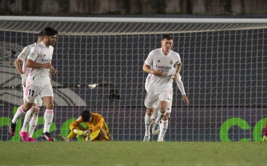 El Madrid maquilla su tropiezo y deja líder al Atlético
