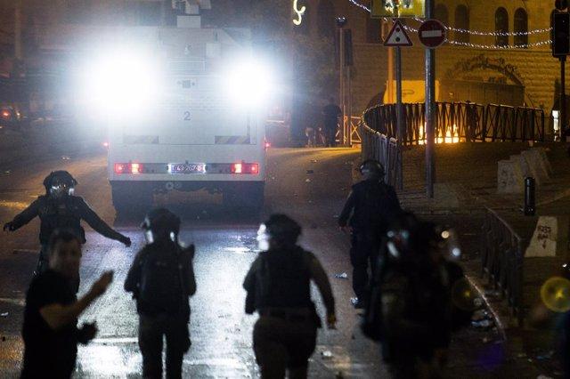 Agentes de la Policía israelí durante los disturbios con palestinos en Jerusalén