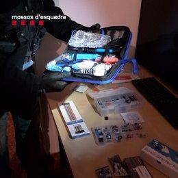Components presumptament utilitzats per armar artefactes explosius.