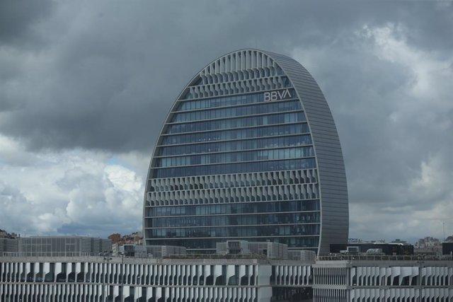 Edifici de la seu de BBVA a Madrid, conegut com 'La Vela', a 22 d'abril de 2021, a Madrid (Espanya).