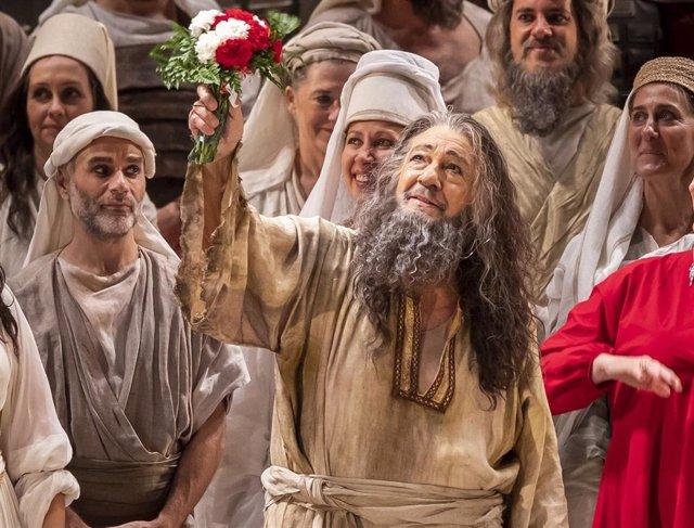 Archivo - Plácido Domingo en la obra 'Nabucco' en Palau de les Arts de Valencia, en su última actuación en España