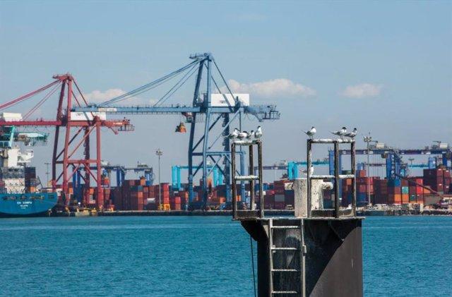 Archivo - Puerto de Valencia en imagen de archivo