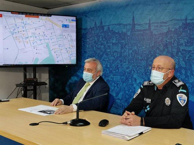 El concejal de Movilidad y Seguridad Ciudadana, Juan José Pérez del Pino, y el Jefe de la Policía Local de Toledo, José Luis Martín Mora, en rueda de prensa.