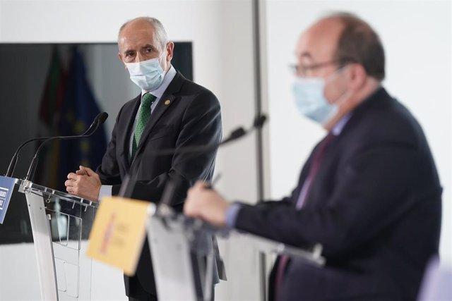 El vicelehendakari y consejero de Seguridad, Josu Erkoreka en rueda de prensa tras la celebración de la Comisión Mixta de Transferencias en el Archivo Histórico de Euskadi, a 10 de mayo de 2021, en Bilbao, Euskadi (España).