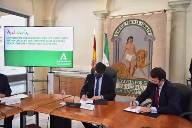 El vicepresidente de la Junta y el diputado provincial de Turismo de Almería firman un acuerdo de colaboración