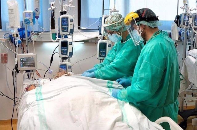 Enfermo UCI en hospitales