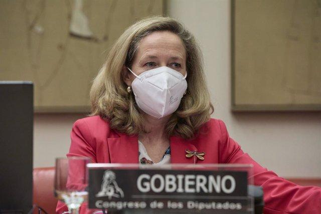 La vicepresidenta segunda del Gobierno y ministra de Asuntos Económicos y Transformación Digital, Nadia Calviño, comparece en comisión de su departamento, en el Congreso de los Diputados, a 6 de mayo de 2021, en Madrid (España).