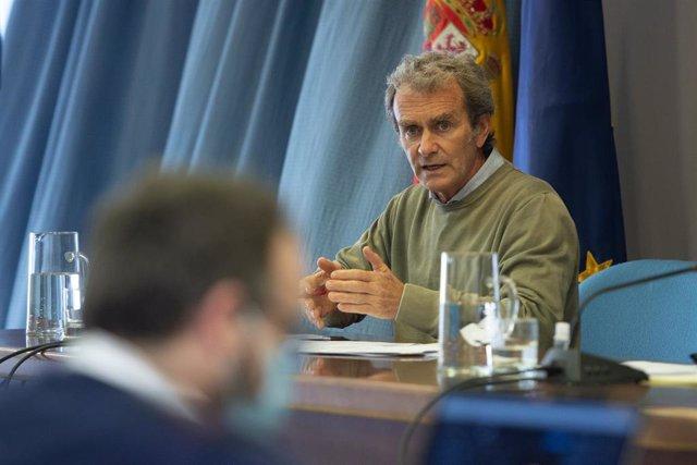 El director del Centro de Alertas y Emergencias Sanitarias (CAES), Fernando Simón durante una rueda de prensa para informar sobre el avance de la pandemia por COVID-19, a 6 de mayo de 2021, en Madrid (España).  Las comunidades autónomas han notificado est