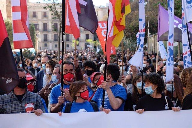 Trabajadores se movilizan contra el ERE de BBVA.
