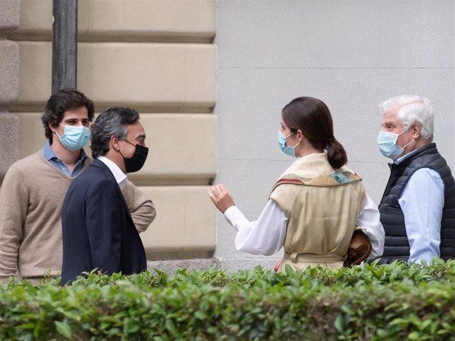 Fernando Fitz-James Stuart y Sofía Palazuelo ayudan al Duque de Alba en los preparativos de la boda de Carlos Fitz-James con Belén Corsini