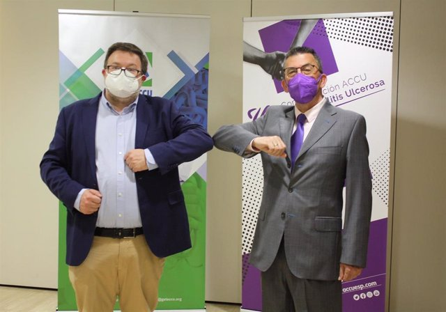 El presidente de GETECCU, Manuel Barreiro (izda), y el presidente de ACCU España, Julio Roldán (dcha), durante la firma del acuerdo