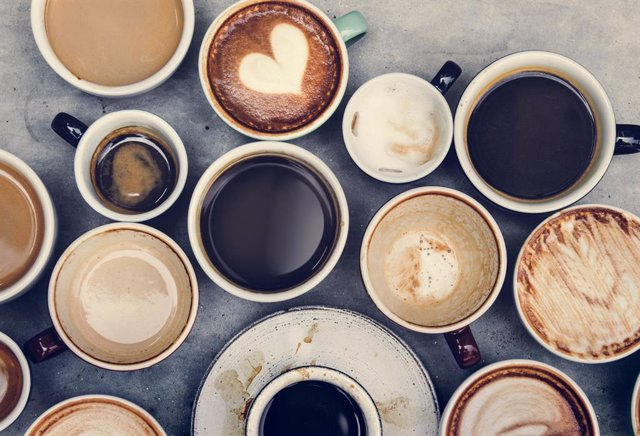 Archivo - Tazas con café, té, chocolate y otras bebidas.