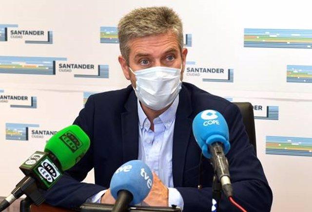 Archivo - Javier Ceruti, portavoz del equipo de Gobierno (PP-Cs), informa en rueda de prensa de los acuerdos de la Junta de Gobierno. Archivo