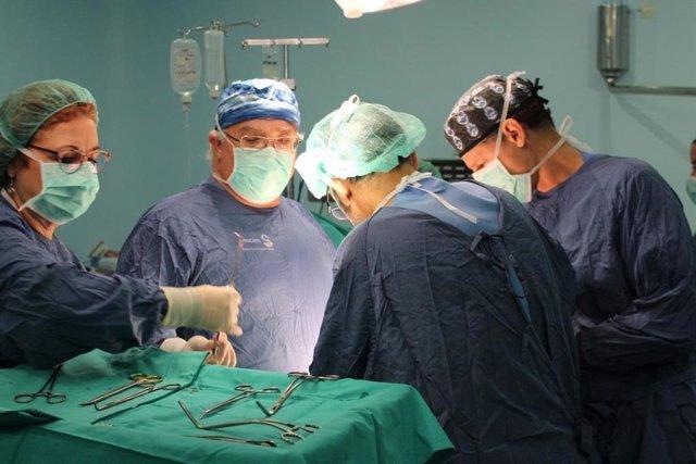 Archivo - Profesionales del Complejo Hospitalario Universitario de Albacete realizan cinco trasplantes renales en tres días