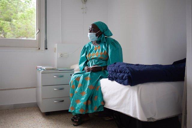 Archivo - Arxiu - Sina Ndiaye, usuària del Centre Residencial d'Inclusió La Llavor.