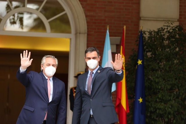 El presidente de la República Argentina, Alberto Fernández,  y el presidente del Gobierno, Pedro Sánchez
