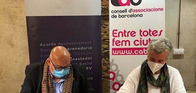 El president de PimeComerç, Àlex Goñi, i la presidenta del Consell d'Associacions de Barcelona, Montserrat Morera.