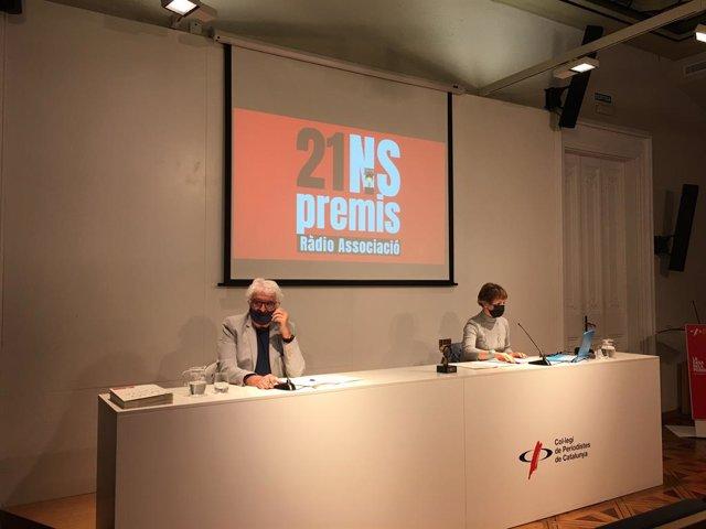 El president de Ràdio Associació, Jordi Margarit, i la secretària, Margarida Molas, en la roda de premsa de presentació dels Premis Ràdio Associació 2021.
