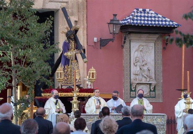 Archivo - Misa extraordinaria con motivo del  IV centenario del Señor del Gran Poder, en la Plaza de San Lorenzo, el pasado mes de octubre