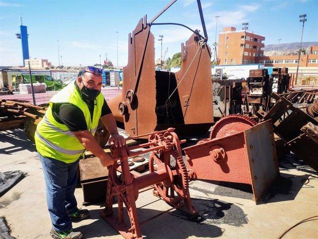 Utensilios del Cable Inglés extraídos para su restauración