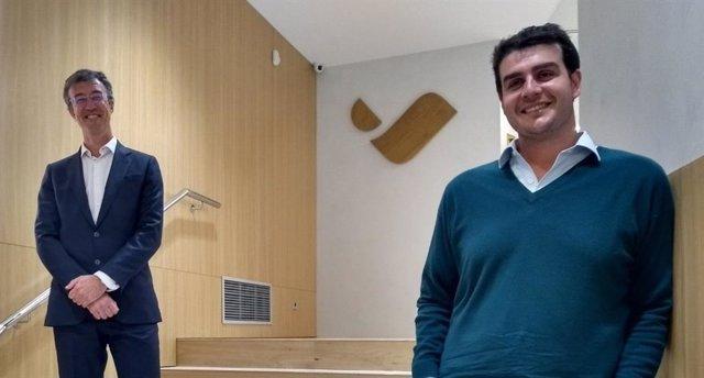 El director d'inversions de Vall Banc, Ignacio Perea, i el fundador de Microwd, Alejandro de León, a les instal·lacions de Vall Banc.