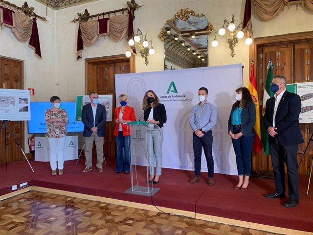 La delegada de la Junta presenta los 1,5 millones de euros en inversiones en carreteras de Almería