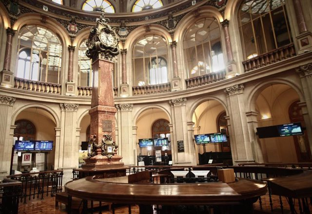 Archivo - Interior del Palacio de la Bolsa, donde el Ibex 35, en Madrid (España)