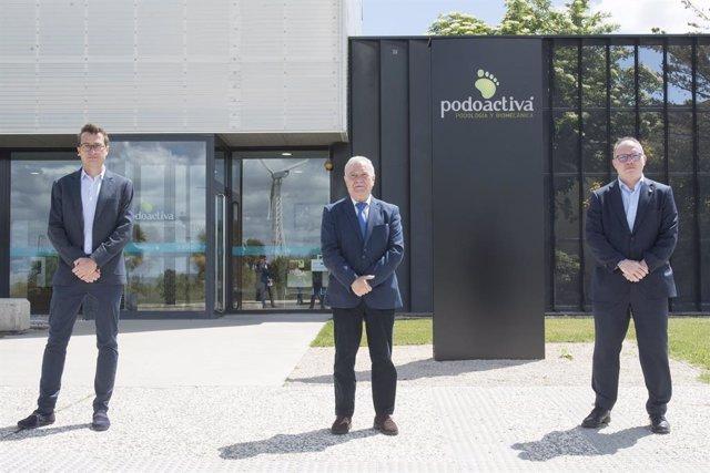 (E-D) el director tècnic de Podoactiva, Javier Alfaro; el president de la Diputació Provincial d'Osca, Miguel Gracia; i el CEO i director de 5G de la Fundació Mobile World Capital Barcelona, Eduard Martín.