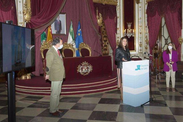 María Jesús Herencia, delegada de Turismo, con Irene García y José María Román