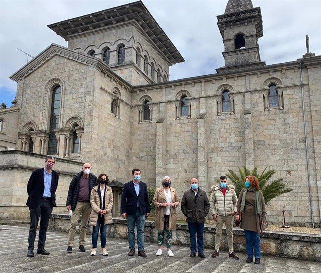 El secretario xeral del PSdeG, Gonzalo Caballero, visita Guitiriz (Lugo)